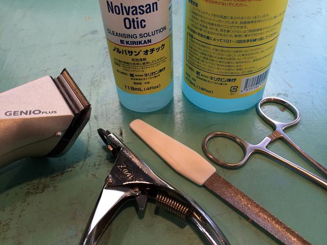 グルーミングに使う犬の爪切り道具類